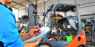 Kiedy i jakie badania techniczne powinien przejść wózek widłowy?